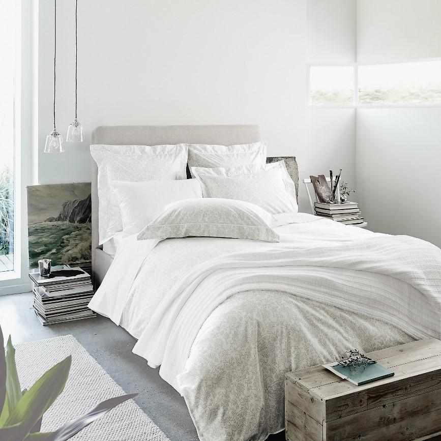 Razones para amar la ropa de cama blanca casa muebles for Color del dormitorio de los padres